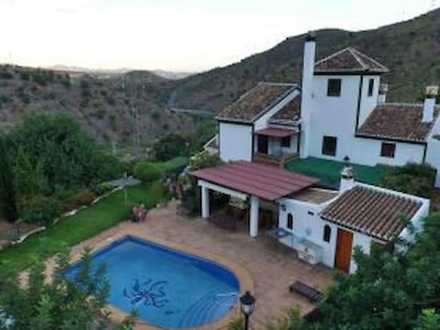 Precioso Apartamento en El Chorro - El Chorro - House