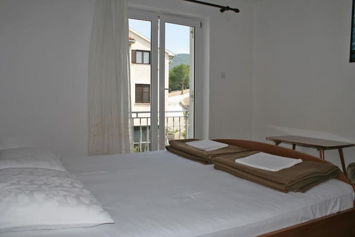 Room with balcony and sea view Klenovica, Novi Vinodolski (S-3018-d)