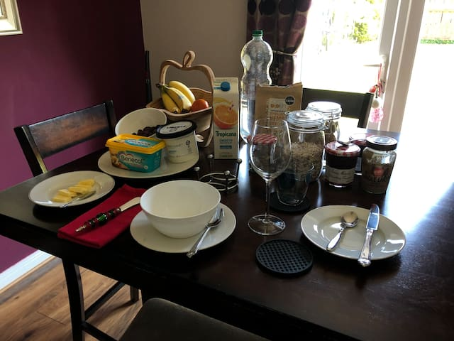 Breakfast room  . Choice of cereal  toast , jam and spreads,  fruit , orange juice  and fresh brewed coffee or tea .