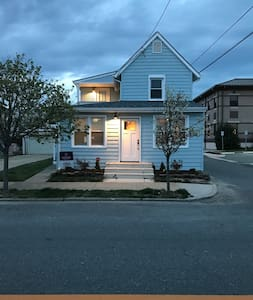 Newly renovated beach house! Sleeps 6, 2nd floor