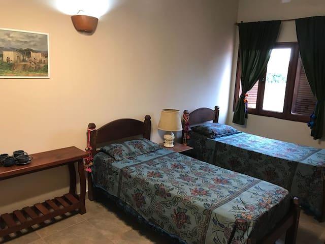 Tres Cerritos, gran habitación,  c/ baño privado