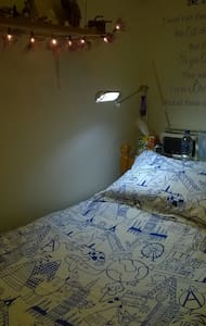 Boxroom in family home /short stay - Brentford