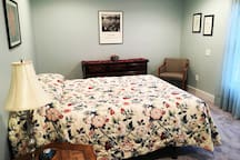 Large airy room with a great view of the backyard and woods. Queen size bed.