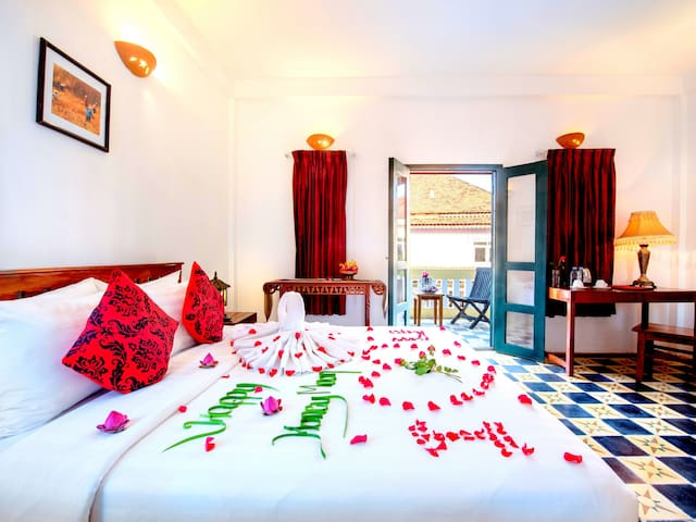 Deluxe double room with the balcony to pool view