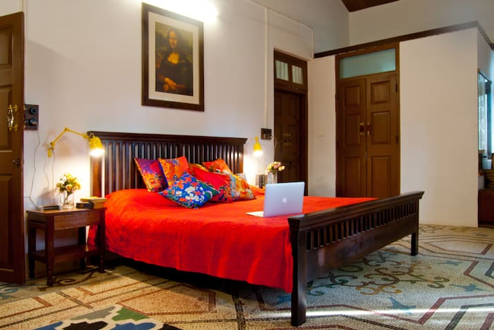 Private room 219 in heritage villa - Mumbai - Villa