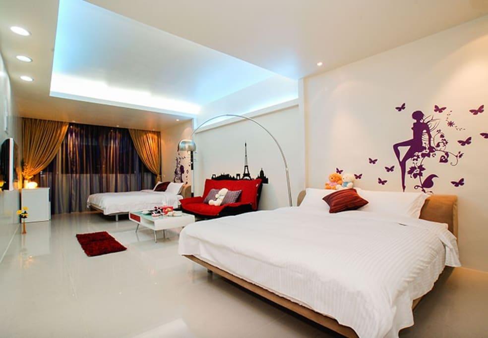 四人房,床都是特大尺寸,可加人,每加一人加500元,最多可加5人。