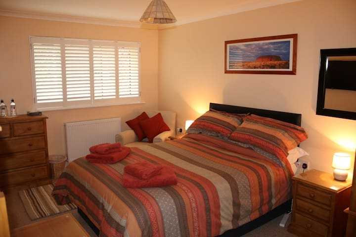 Luxury double ensuite/bath with off road parking - Swindon - Casa