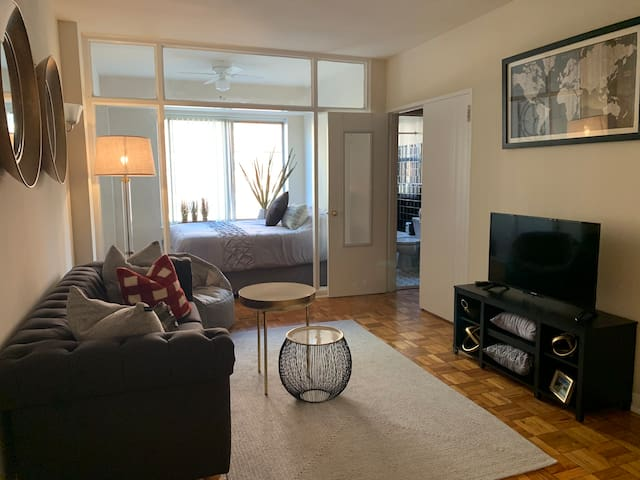 Four Blocks to the National Mall, No Fees