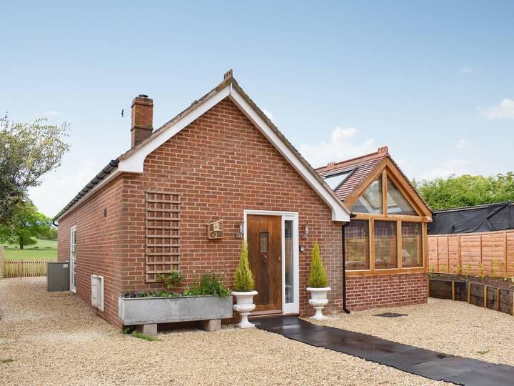 Bee Keeper Cottage (UKC3422)