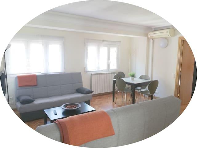 Apartamento reformado, luminoso y acogedor.