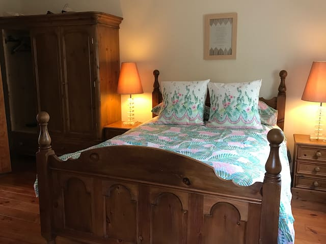 Traditional bedroom and furniture with en-suite bathroom . Surrounded by calm and trees full of birds !