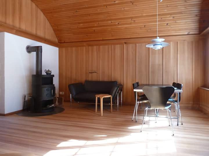 Modern gestaltete Wohnung in 100-jährigem Holzhaus