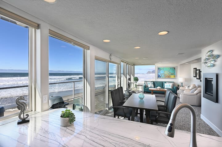 BRAND NEW REMODEL Hot Tub&Onsite Beach, 34ft+ View