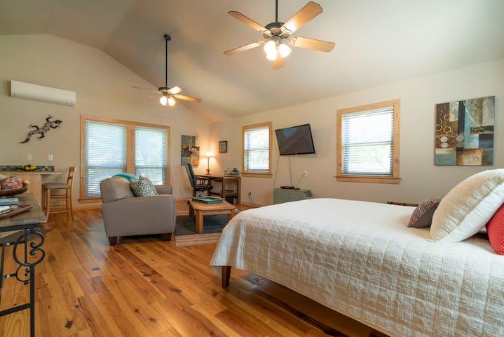 Private, cozy loft near Austin, TX!