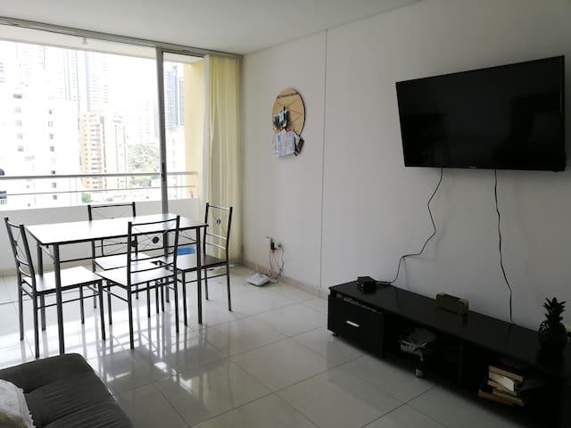 Habitación en cómodo apartamento/ la mejor zona
