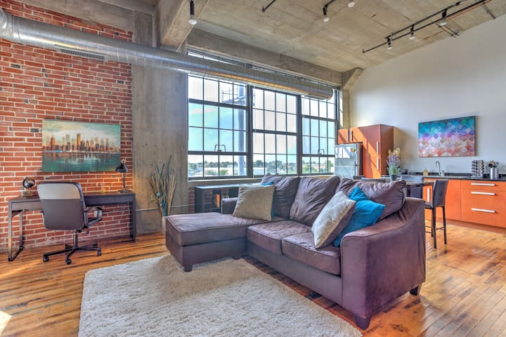 Classic Downtown King 1BR Loft Apt w/ Pool and Gym