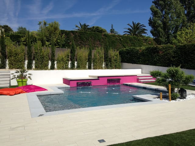 Villa contemporaine avec piscine sur Marseille