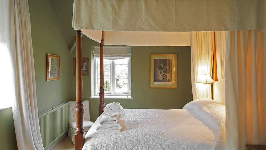 Goodwood (sleeps 5 + 1 camp bed)