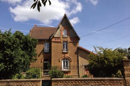«Villa bonne entente»   Grand jardin - Donchery