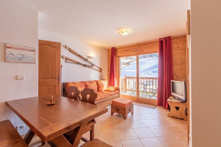 Appartement de charme pour 5 personnes, dans une résidence skis aux pieds avec accès piscine et parking privé dans le village du Chantel à Arc 1800