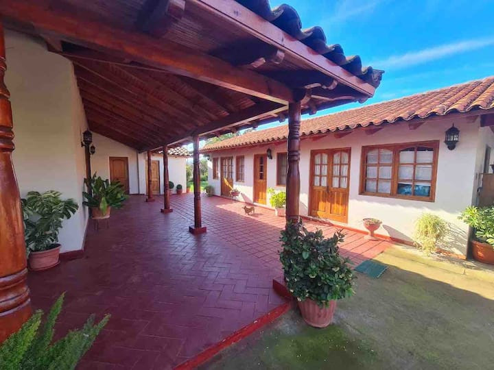 Hermosa casa de campo cercana a Santa Cruz