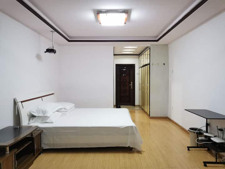 延吉西市场  投影大床房  金华城电梯公寓10-16