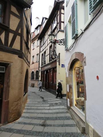 studio au pied de la cathédrale