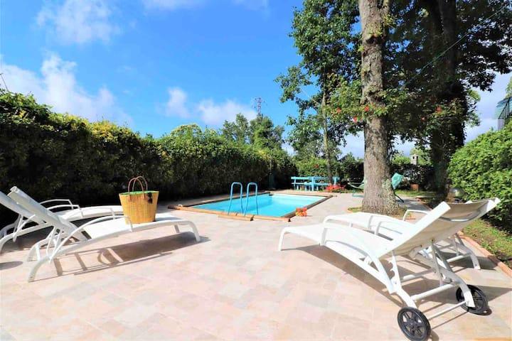 Magnífica villa con encantadora vista y piscina