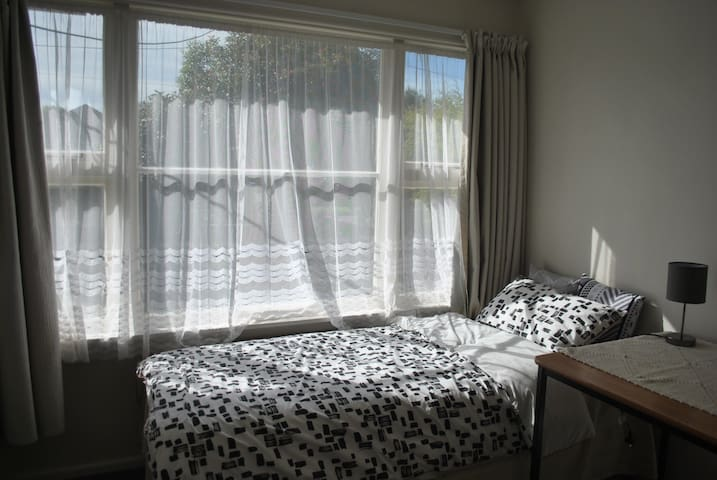 7 mins to Airport, Cozy & Sunny Single Room - Christchurch - Talo