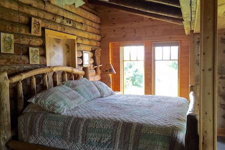 B&B Mountaintop Private Suite, Breathtaking VIEWS! - Bed & Breakfast