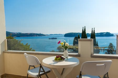 Captivating view with beach in front of the house! - Lozica - Ház