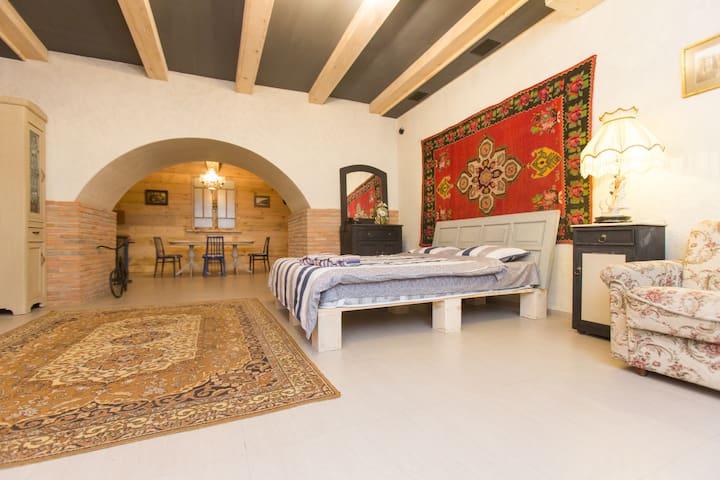 Retro Style Comfort.....Уют Стиля Ретро - Tbilisi - Apartment