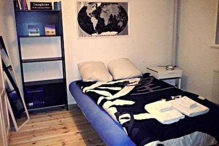 Great location, Spacious Room - Odense - Apartment