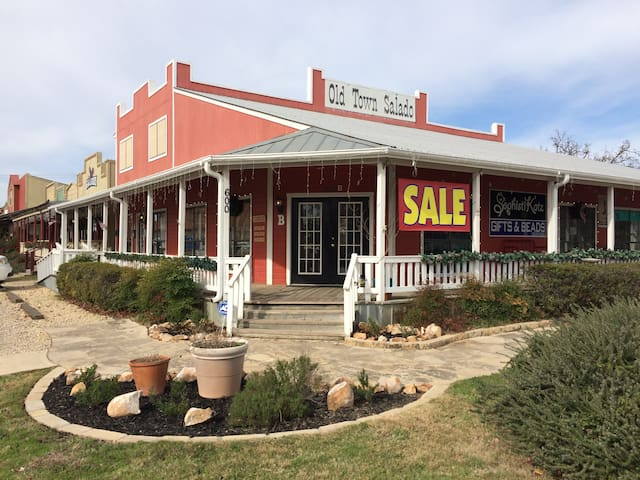 Cozy 2 Bedroom Apt in Old Town Salado, TX! - Salado - Appartement