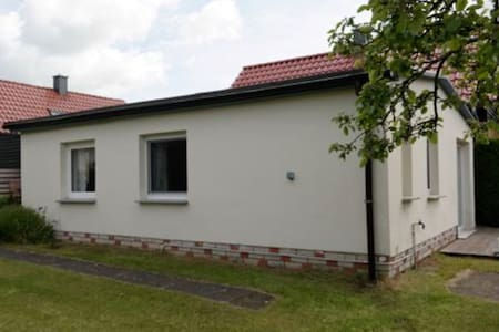 """Haus Wünsche, Bungalow """"Fabian"""" - Wieck a. Darß - Σπίτι"""