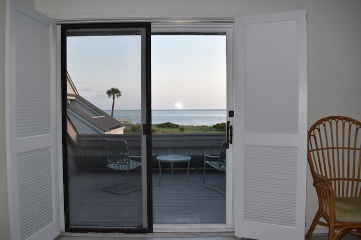 2nd Floor Master Suite Private Deck Overlooking Ocean