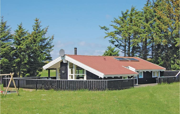 Holiday cottage with 3 bedrooms on 96m² in Hirtshals
