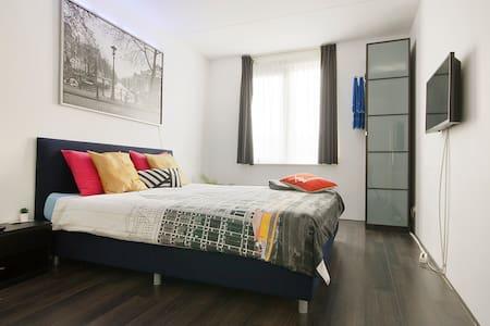 Kingsize bed (20 min Amsterdam CS) FREE Breakfast