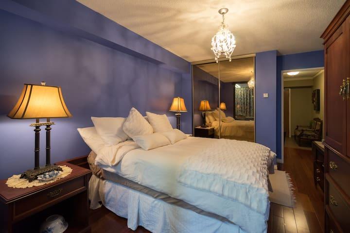 Luxury Condo, 24 Hour Security (Solarium included) - Toronto