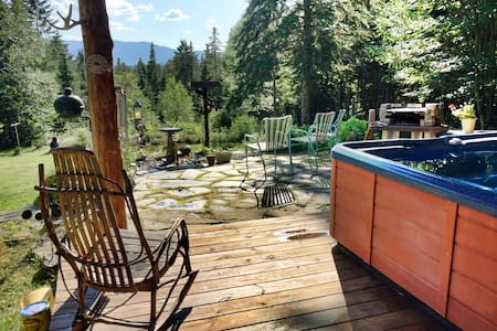 """Timbertrail Hideaway"" with Hot Tub"