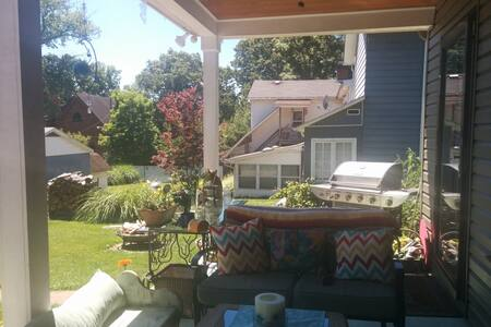 Located in the heart of Oakmont, lots of amenities - Oakmont - House