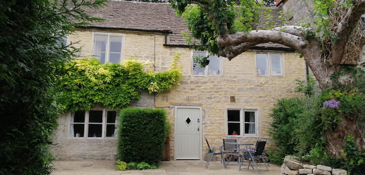 Character Cotswold cottage in a small village