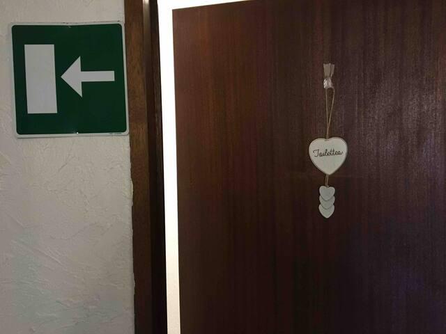 Toilette dans le couloir