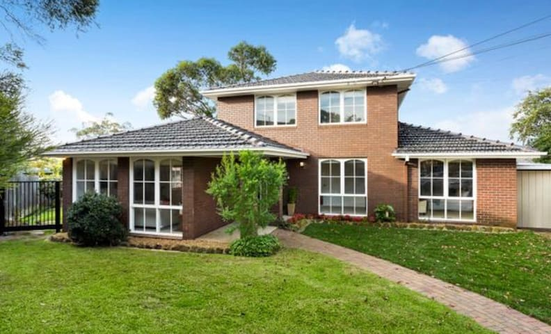 beautiful family home close to train /bus station