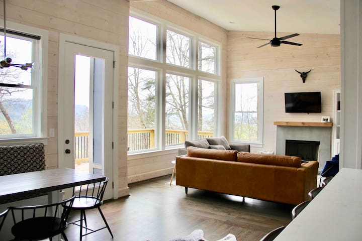 NEW Blue Cabin Retreat-Mtn Views-5min to Downtown