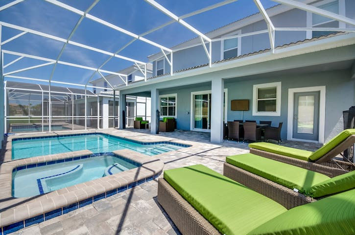 New beautifully decorated 9BR pool home sleeps 25! - FL - Maison de vacances