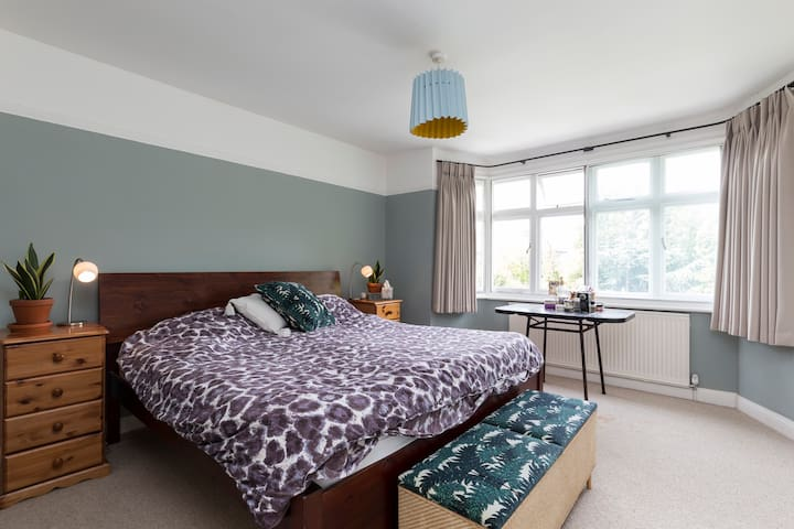 Entire Spacious Family Home with Garden & Hot Tub - Londres - Maison