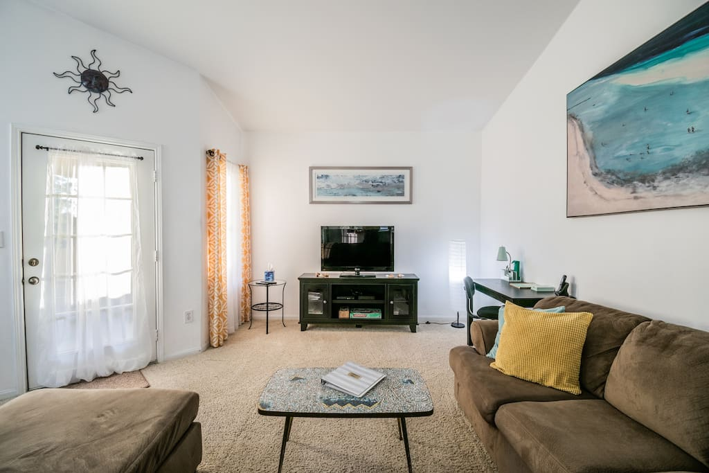 Cozy living room with office desk, cable TV, fast WiFi, Blu-ray DVD player, Netflix, and more