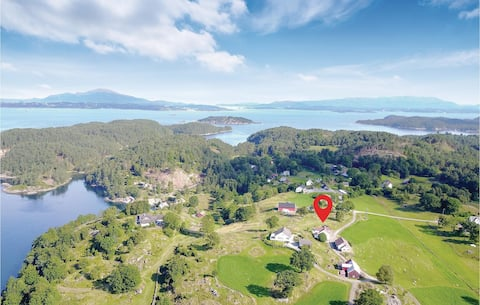 Beautiful home in Valevåg with 4 Bedrooms