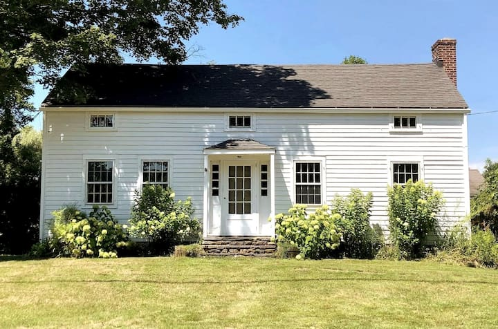 Hitchbrook - Restored Home in Sharon Countryside